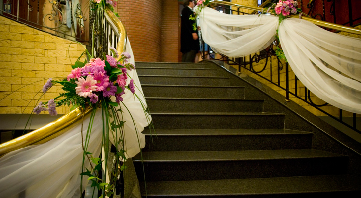 Декор лестницы для свадьбы