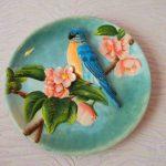 Декоративные тарелки на стене — стильное украшение дома