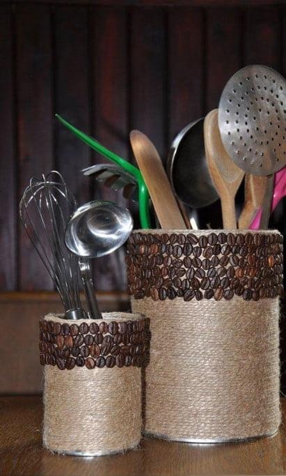 Ваза для кухни из жестяной банки