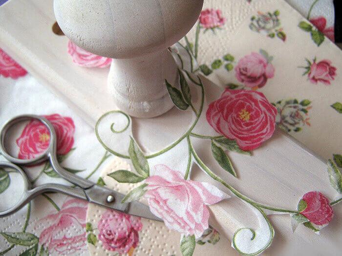 Декупаж вешалки для одежды и полотенец «Розы»