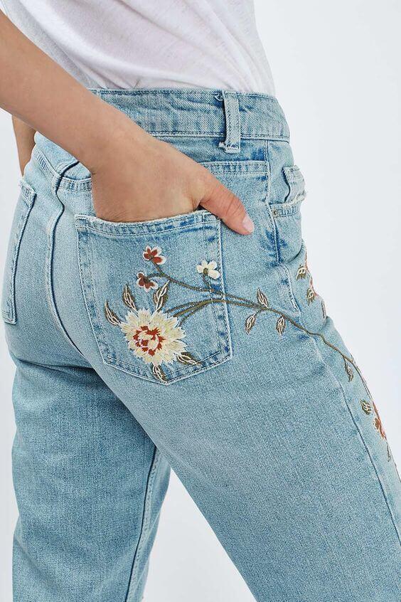 Как украсит джинсы вышивкой