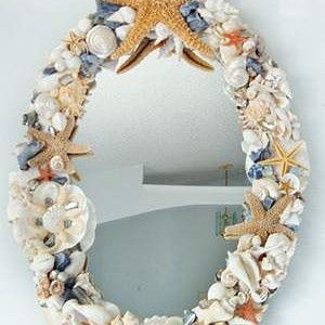 Зеркала и фоторамки ракушками