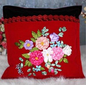 Идеи подушек с вышивкой из атласных ленточек
