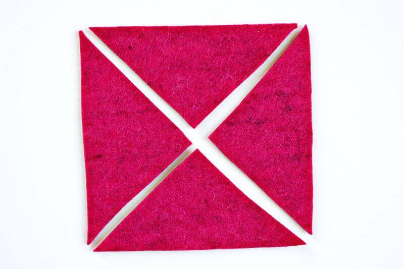 Подушка, украшенная кусочками фетра - мк