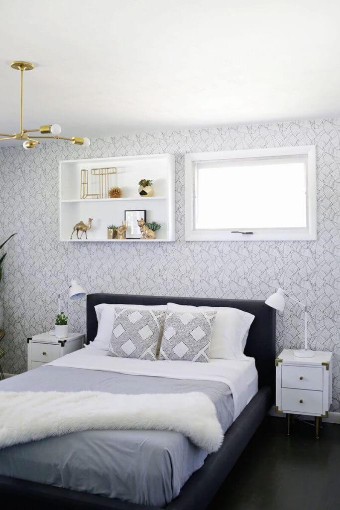 Полочки над кроватью