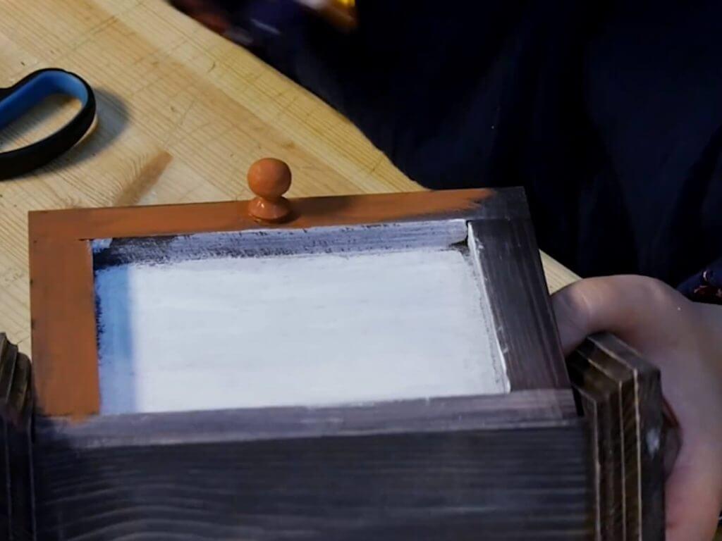 Декупаж и состаривание ключницы - мастер-класс пошагово