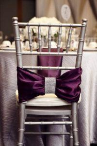 Чем можно украсить свадебные стулья